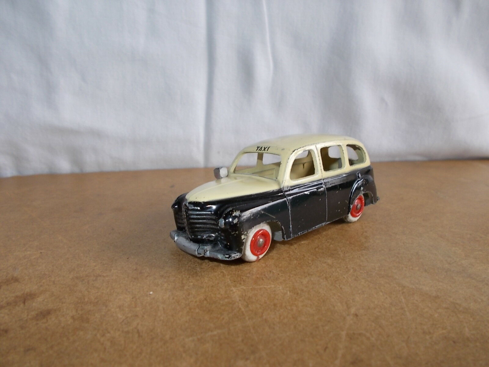 Ancienne miniature - 1 43 CIJ made in France - TAXI RENAULT COLORALE - 50s - (1)