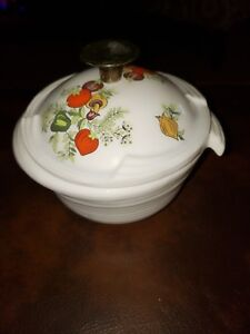 VINTAGE-SMALL-DISH-WITH-COVER
