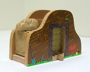 Details About Thomas Wooden Railway Fossil Dig Mountain Tunnel Learning Curve 2009 Vguc