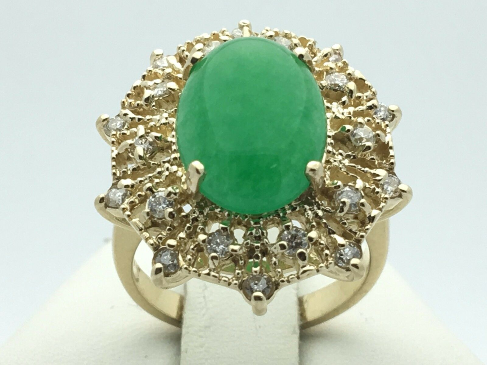 14K Yellow gold Oval 4.07ct Jade Cabochon Ring with 0.50ct Diamonds Sze 7, 7.4 g