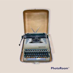 SMITH CORONA SILENT SUPER MANUAL PORTABLE TYPEWRITER 1955