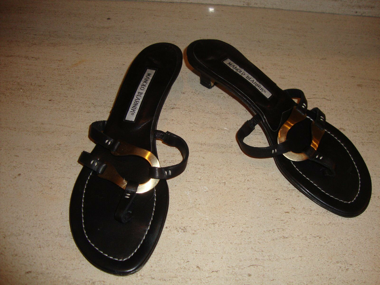 STYLISH MANOLO BLAHNIK noir LEATHER SANDALS WITH or or or TONE ACCENT eea1f9