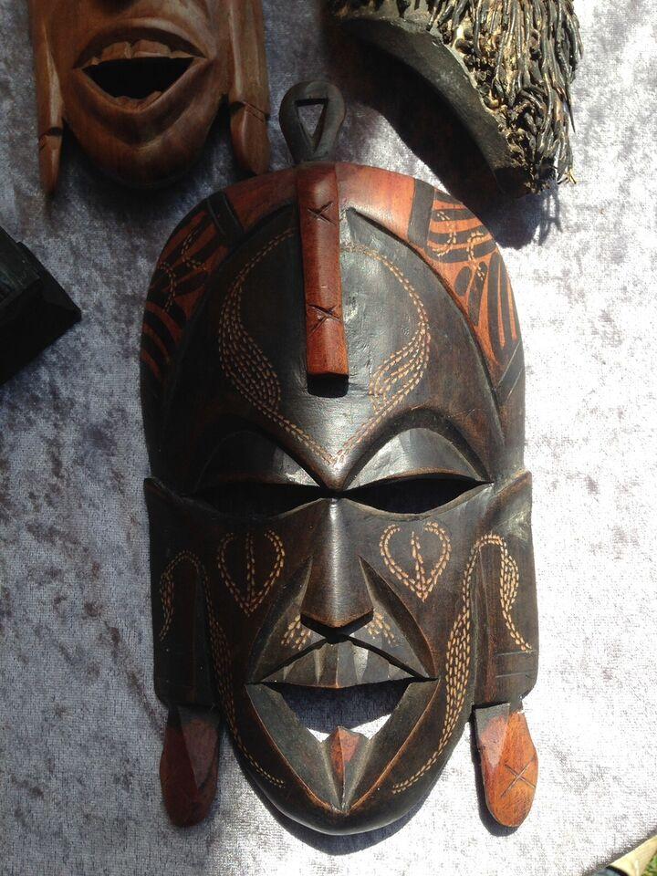 Flotte dekorative afrikanske masker, Kenya mm