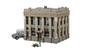 New-Woodland-HO-Structure-Built-amp-Ready-Citizens-Savings-amp-Loan-BR5033