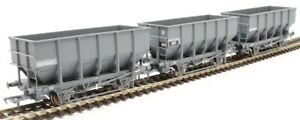 Accurascale-1025HUO-00-gauge-triple-pack-HUO-Coal-Hopper-Wagon