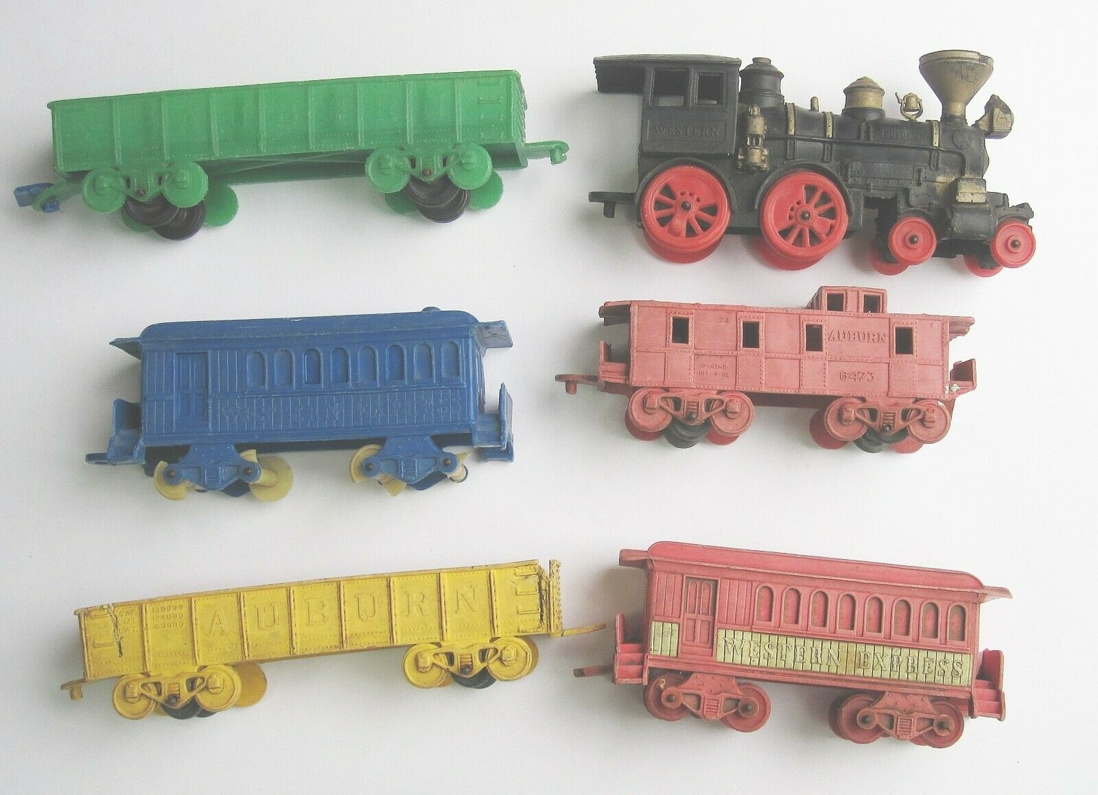 Auburn rubber toy train lot of 6 vintage ohio  1950s locomotive 7  path  prix de gros