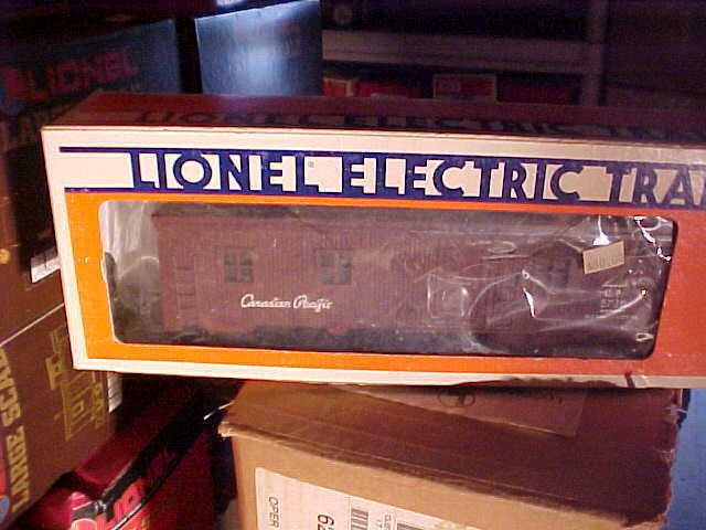 LIONEL, # 5728------CANADIAN PACIFIC BUNK CAR