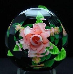 Steven-Lundberg-Rosa-Grande-Art-Cristal-Facetado-1997-Pisapapeles-Apr-2-5-Hx3-5