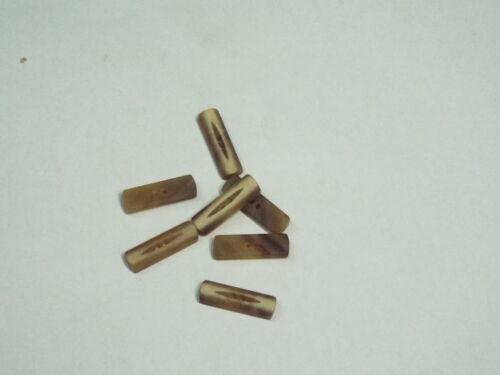 8pc 18mm Beige Mock Corneta//Efecto de hueso 2 agujeros de Superdry Cárdigan botón de alternar 2540