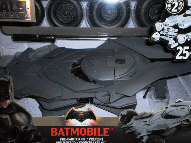 BATMOBIL DIE CAST 1 24 BATMAN VS. SUPERMAN