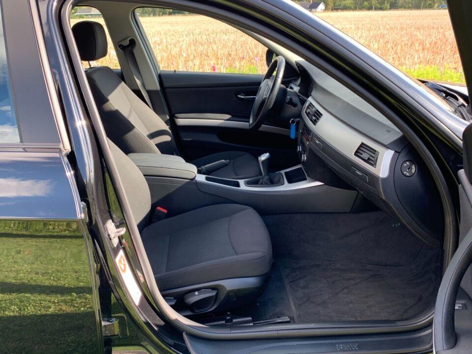 BMW 320d 2,0 Diesel modelår 2011 km 142000 Sortmetal ABS