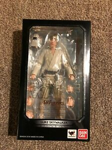 Japan Import in USA. BANDAI S.H.Figuarts Star Wars Luke Skywalker A NEW HOPE