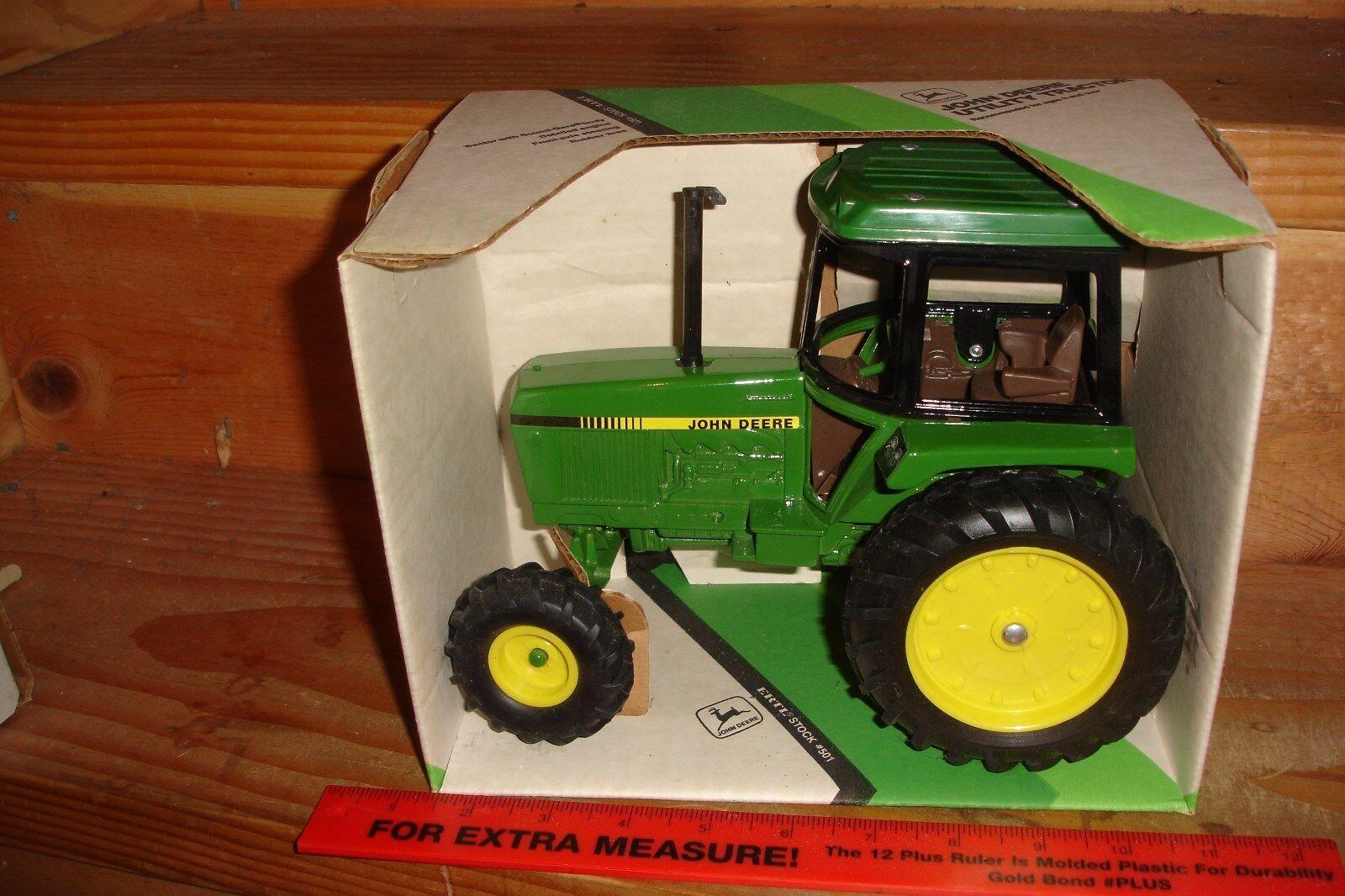 1/16 John deere 2775 utility tractor