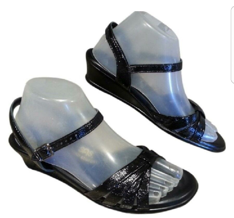 SIZE IS 8 N SAS TRIPAD WOMEN SANDALS PATENT  LEATHER ORTHOPEDIC