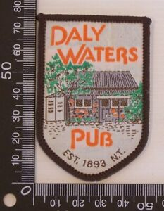 VINTAGE-DALY-WATERS-PUB-AUSTRALIA-EMBROIDERED-SOUVENIR-PATCH-WOVEN-SEW-ON-BADGE
