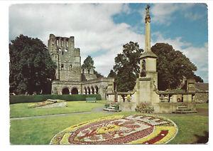 VIEW OF KELSO ABBEY & WAR MEMORIAL & CARPET BEDDING, ROXBURGH, SCOTLAND.