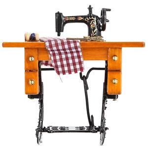Puppenhaus-Miniatur-1-12-Mini-Moebel-Naehmaschine-mit-Puppenstube-Stoff-L9S0
