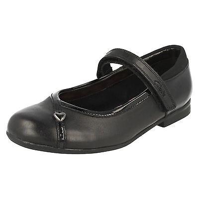 Niñas Negro Cuero Zapatos Clarks-Dolly Babe Jnr-G Fitting - * volver a la escuela *