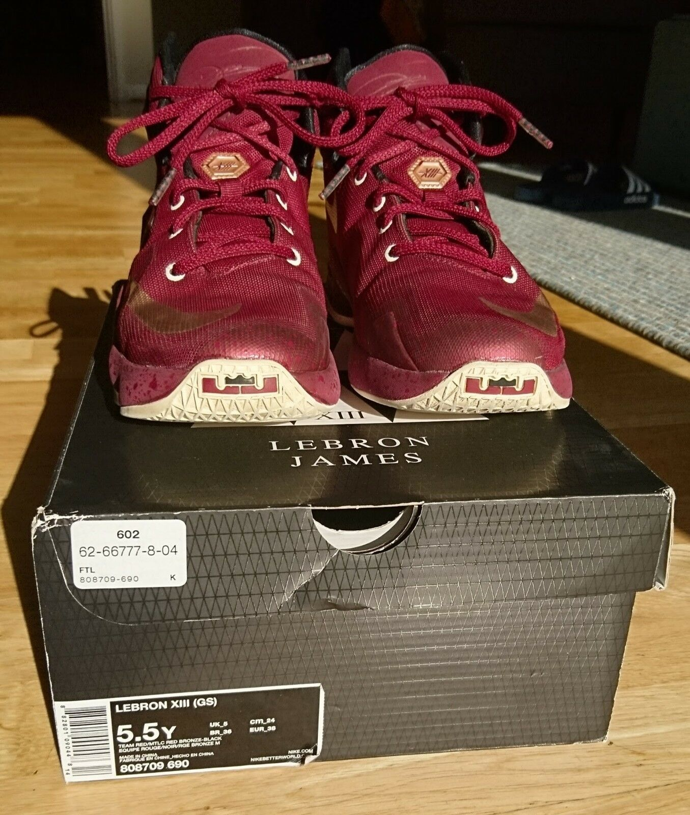 Lebron XIII jeugd basketbal schoenen metallic rood, brons wit (5.5 UK, 38 EU)