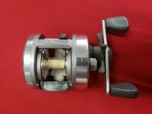 1-Quantum-Iron-IR120C-Multi-Purpose-Bait-Casting-Fishing-Reel-Collectible-Japan