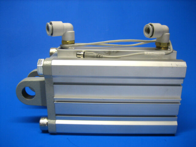 SMC PNEUMATIC CYLINDER 80MM BORE 20MM STROKE CDQ2B80-20DM