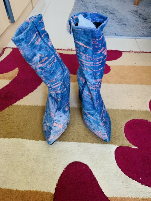 Boots -size 4
