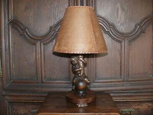 Rartaet-ueber-100-Jahre-alte-Lampe-Tischlampe-Engellampe-Puttenlampe-massiv-Holz