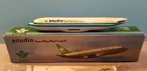 WOOSTER-MODEL-W91-SAUDIA-AIRLINES-737-200-1-200-SCALE-PLASTIC-SNAPFIT-MODEL