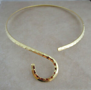 gold-plated-hammered-neckwire-choker-with-curve