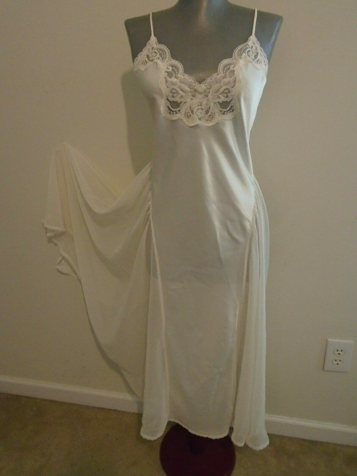 VINTAGE LUCIE ANN  11  NIGHTGOWN  S - image 3