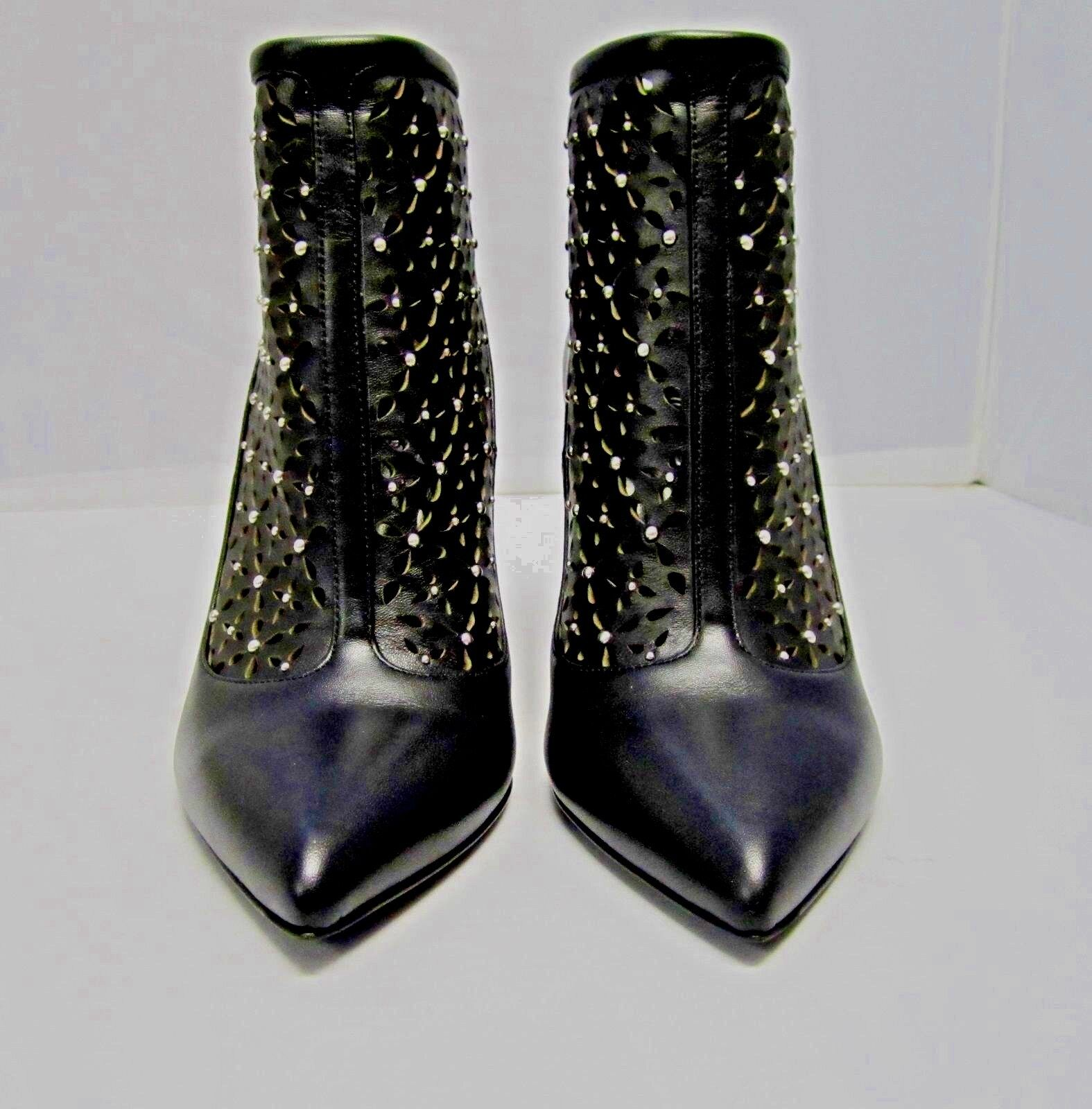 NWB ALEXANDER MCQUEEN ANKLE BOOTS BOOTS BOOTS LASER CUT STUDDED LEATHER BLACK 7 M BOOTIES ecf97e