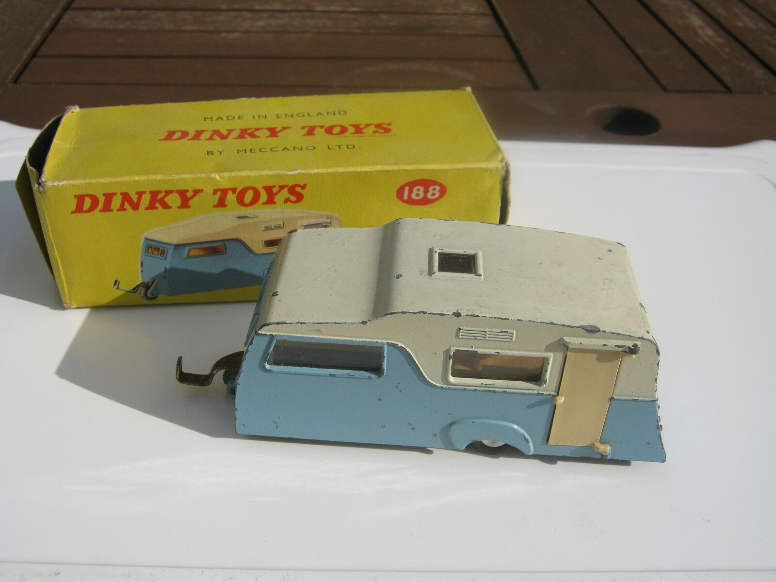 DINKY 188 CARAVAN ORIGINAL LIGHTLY PLAYWORN IN ORIGINAL BOX MISSING OUTER FLAP