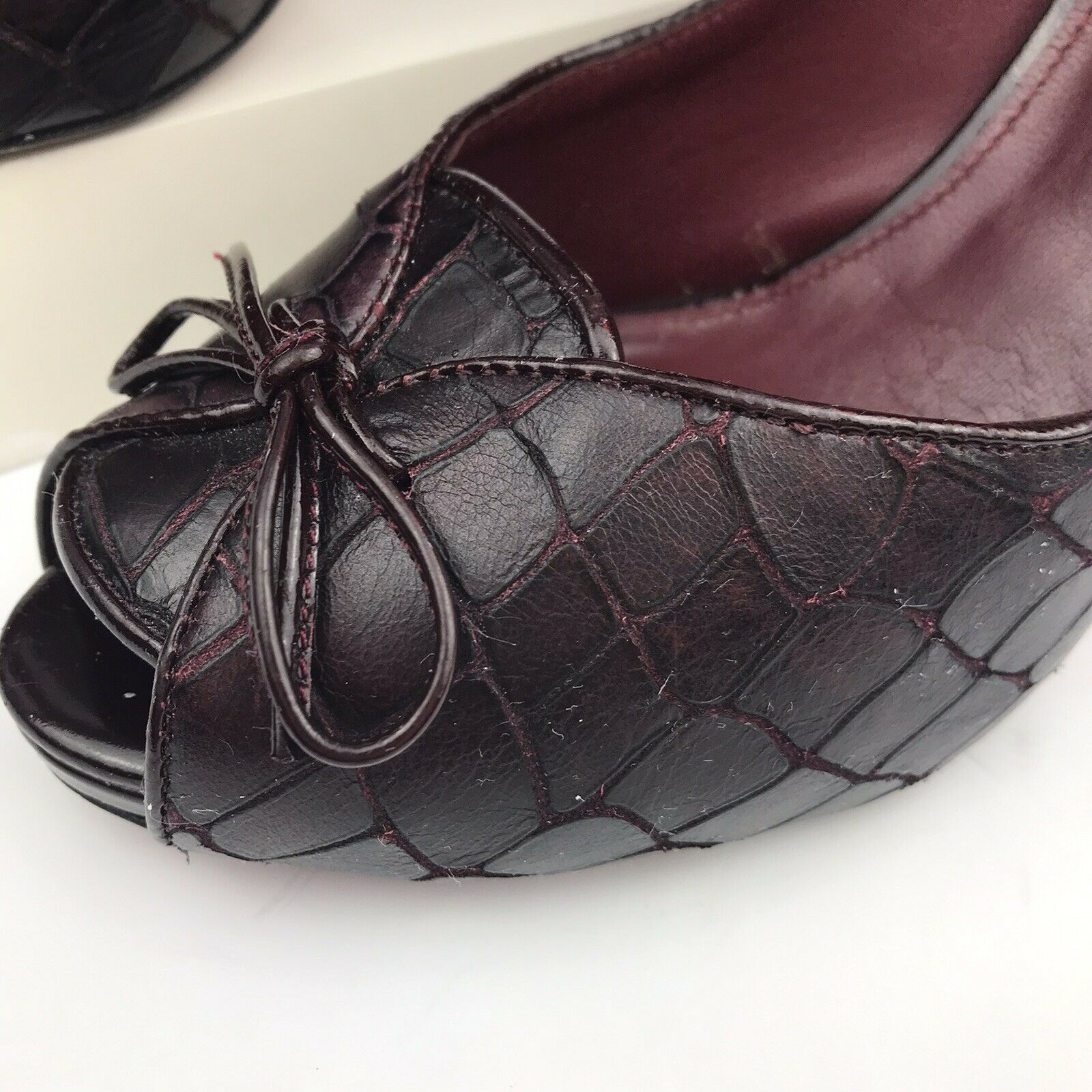 Via Spiga Burgundy Reptile Embossed Leather Peep Pumps Size 7M