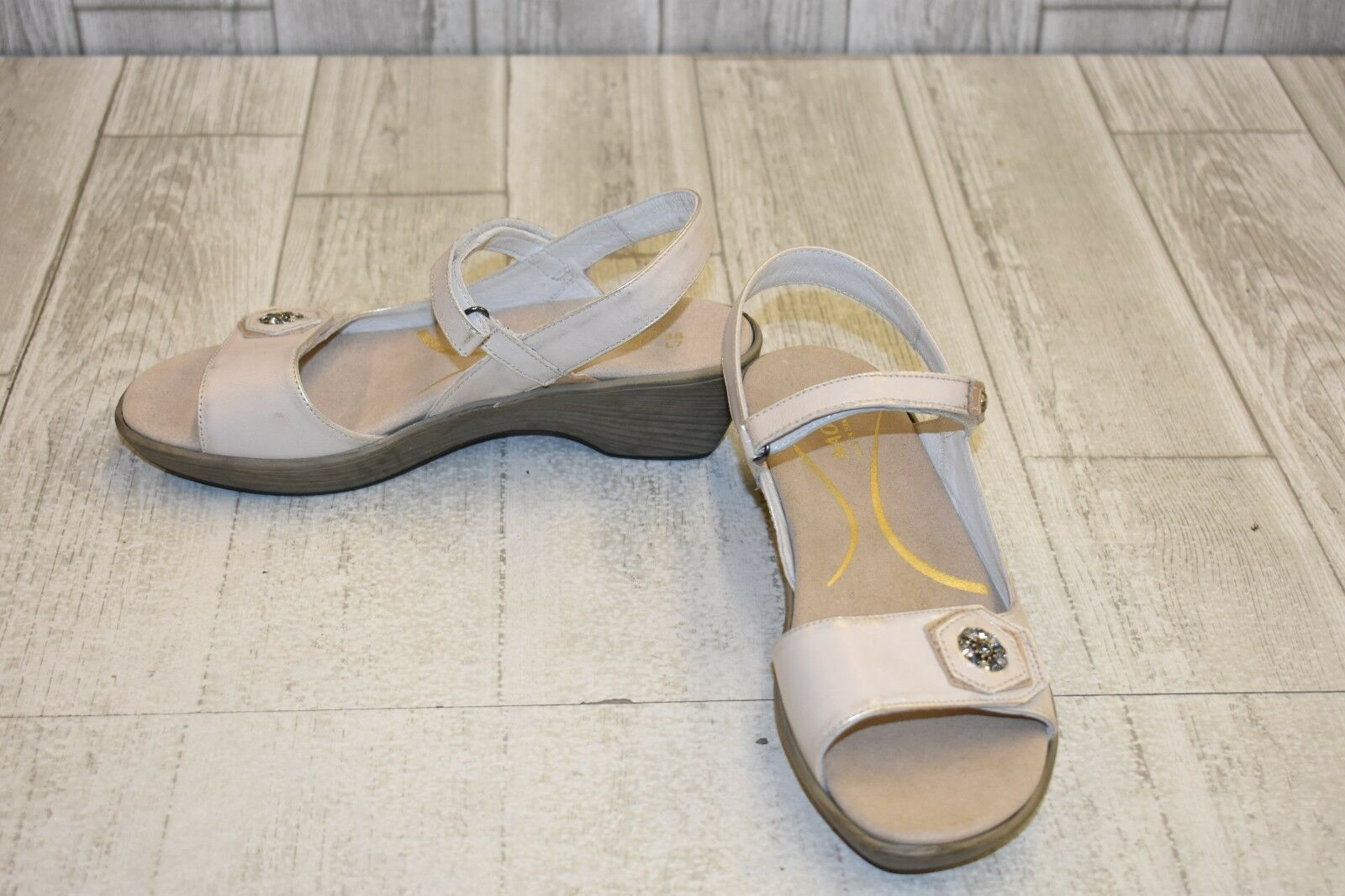 Naot Reserve Sandals - - - Women's Size 7 - Dusty Silver Champagne a6bee2