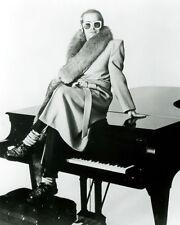 Elton John UNSIGNED photo -G750- English singer-songwriter, musician & composer