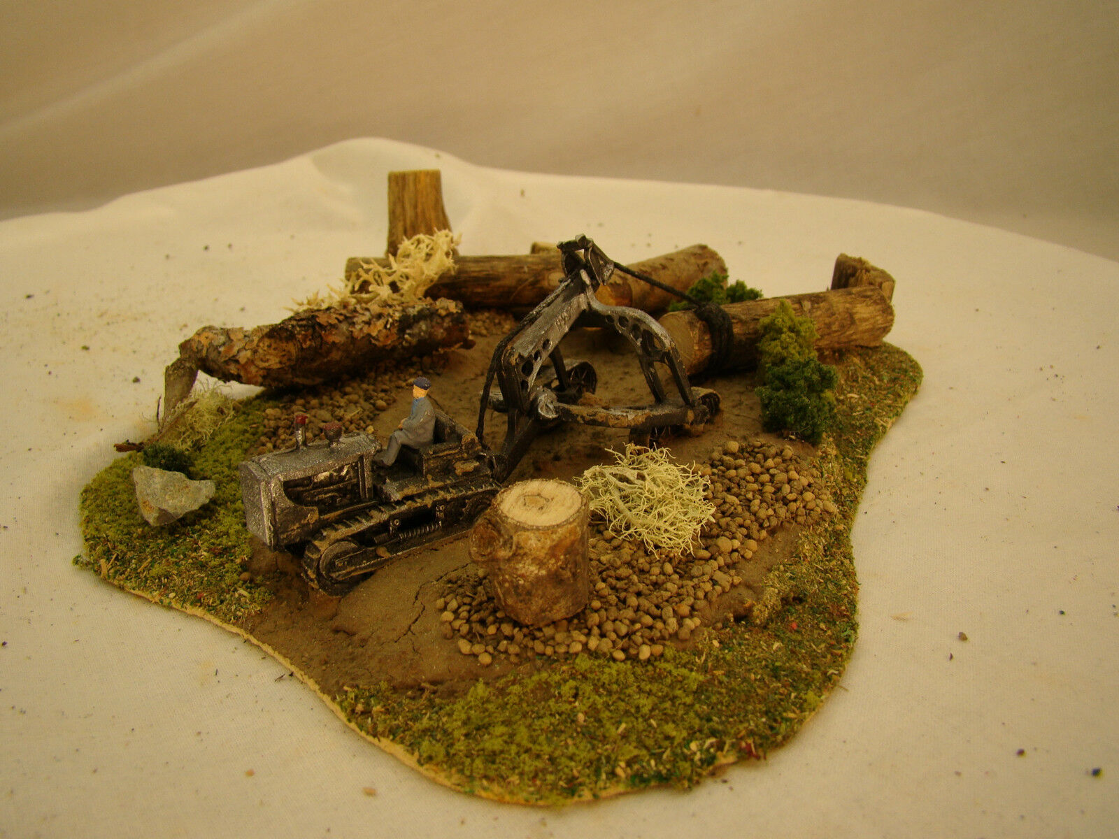 Bulldozer Logging Diorama - custom weatherosso after historic pictures - lot 3 -HO