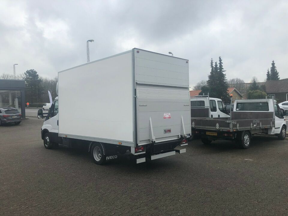 Iveco Daily 2,3 35C15 Alukasse m/lift Diesel modelår 2015