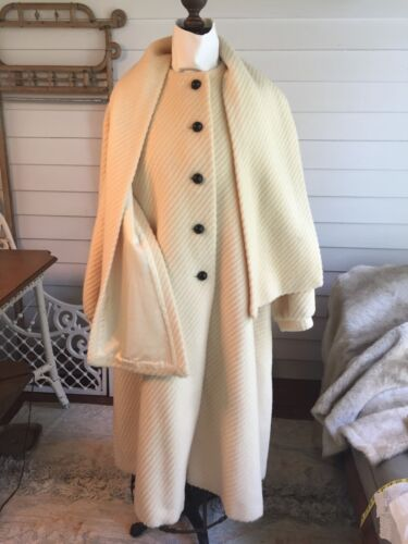 Vintage Cream Wool Coat with Scarf Cedarhurst Clas