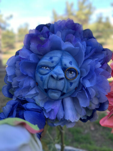 Alice in Wonderland Talking flowers Character Series BLUE CATERPILLAR Sutherland