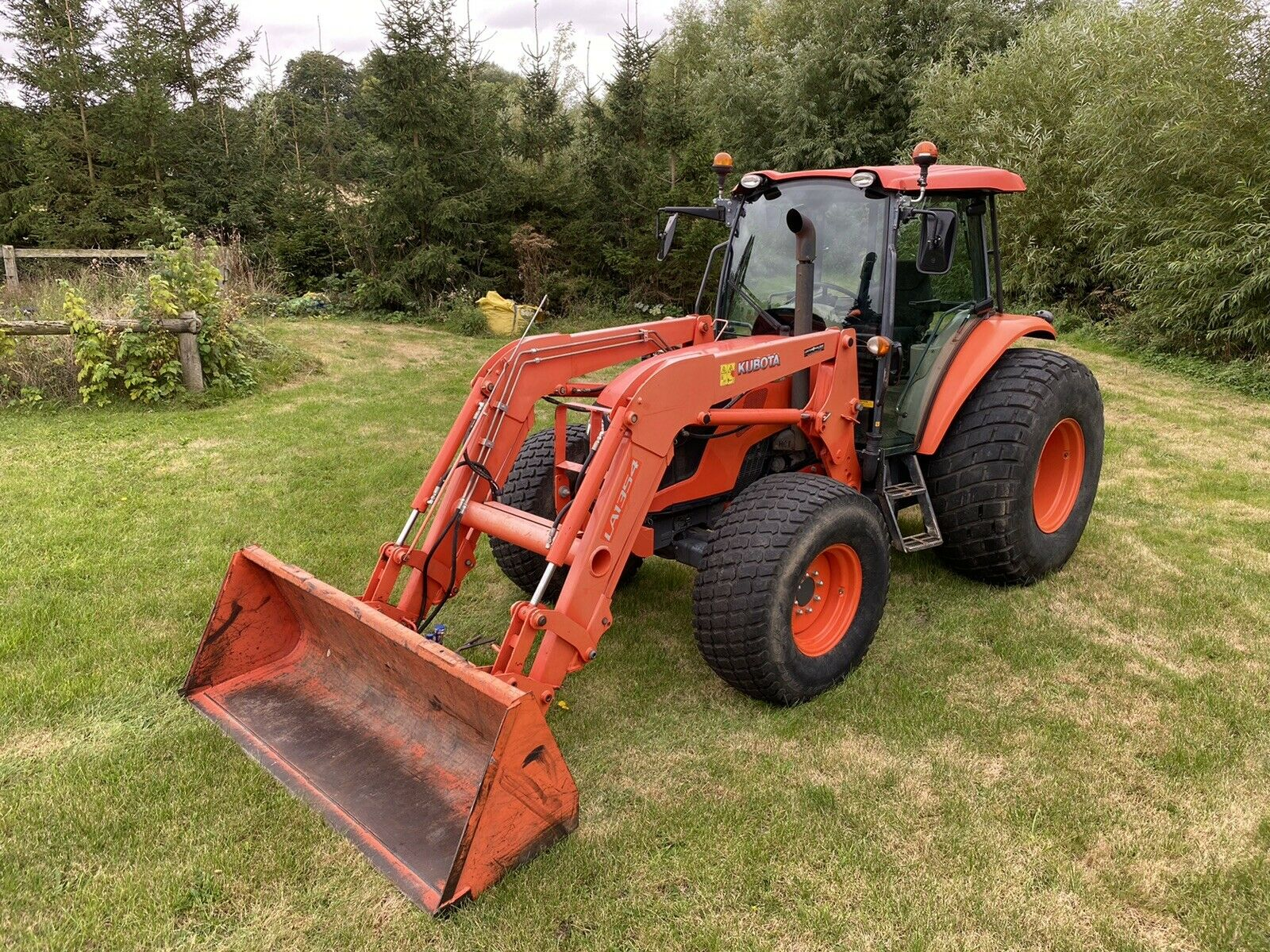 Kubota M9960 100HP Tractor 2015 with L1354 Loader, Aircon, Shuttle Gearbox,