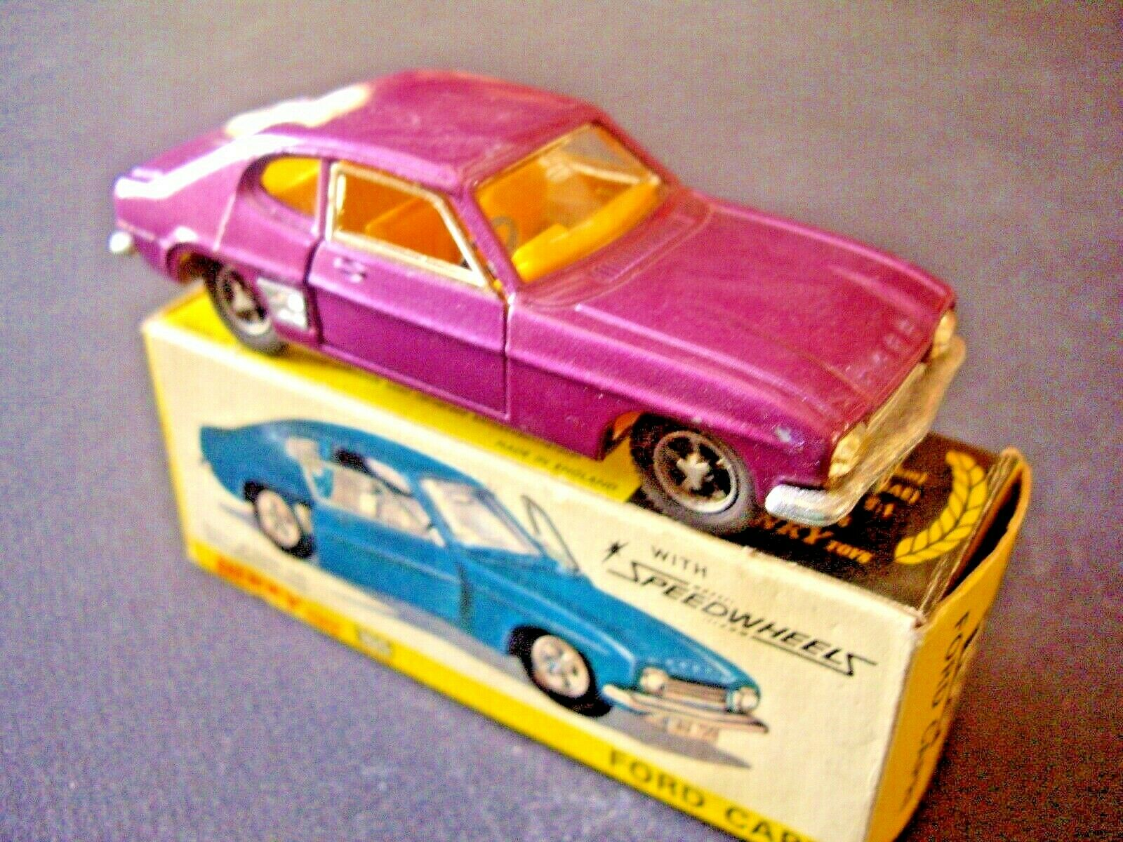 Dinky toys ref 165 ford capri + original  box  exclusif