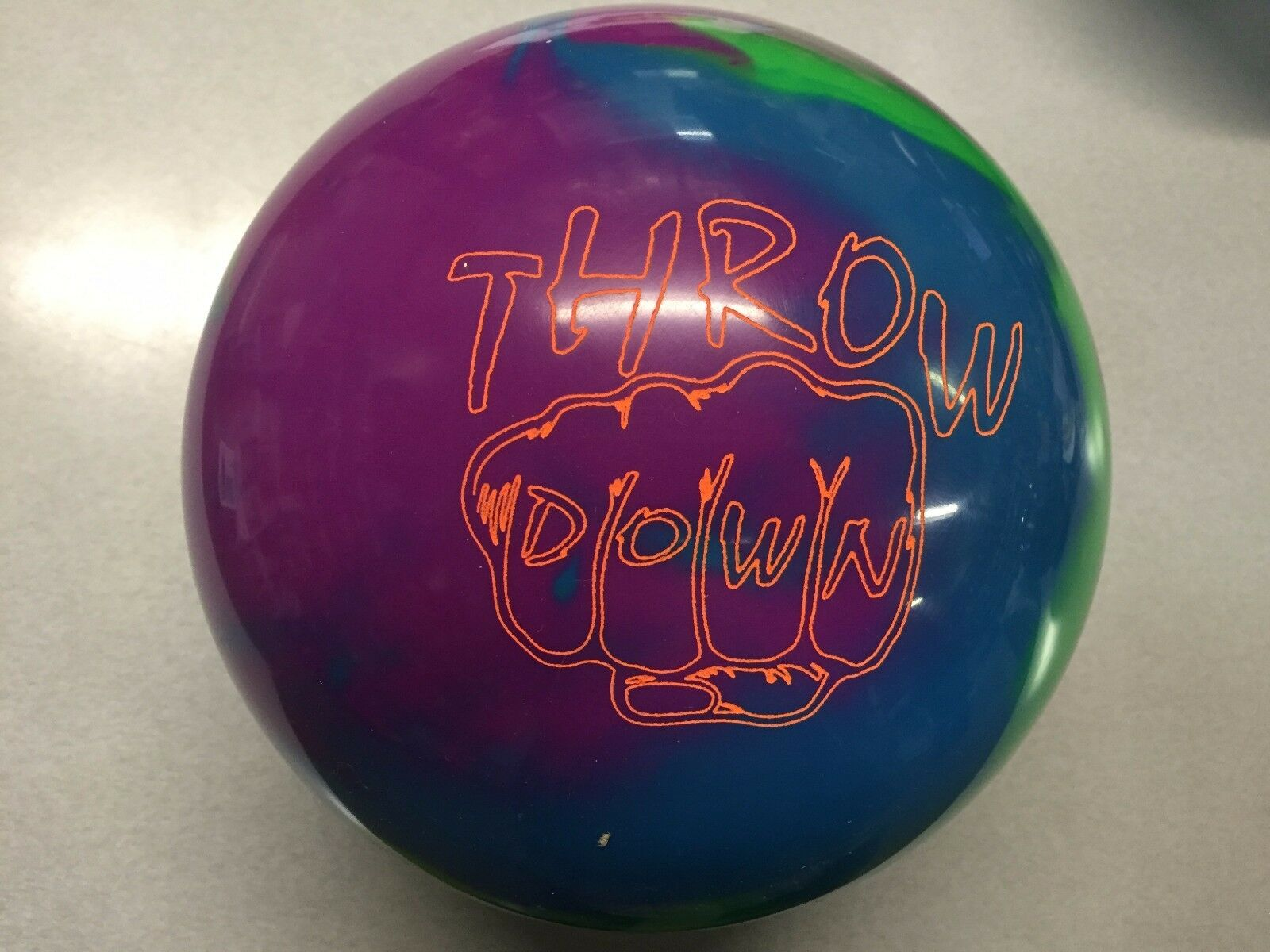 Columbia 300 THROW DOWN   BOWLING ball 1st quality 16 lb new undrilled in box
