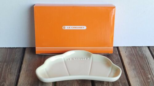 New Le Creuset Dune beige Croissant  Bread Dish New With Box
