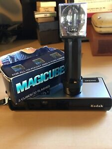 Vintage Kodak Pocket Instamatic 60 Rangefinder Camera with Flash Magicubes D3