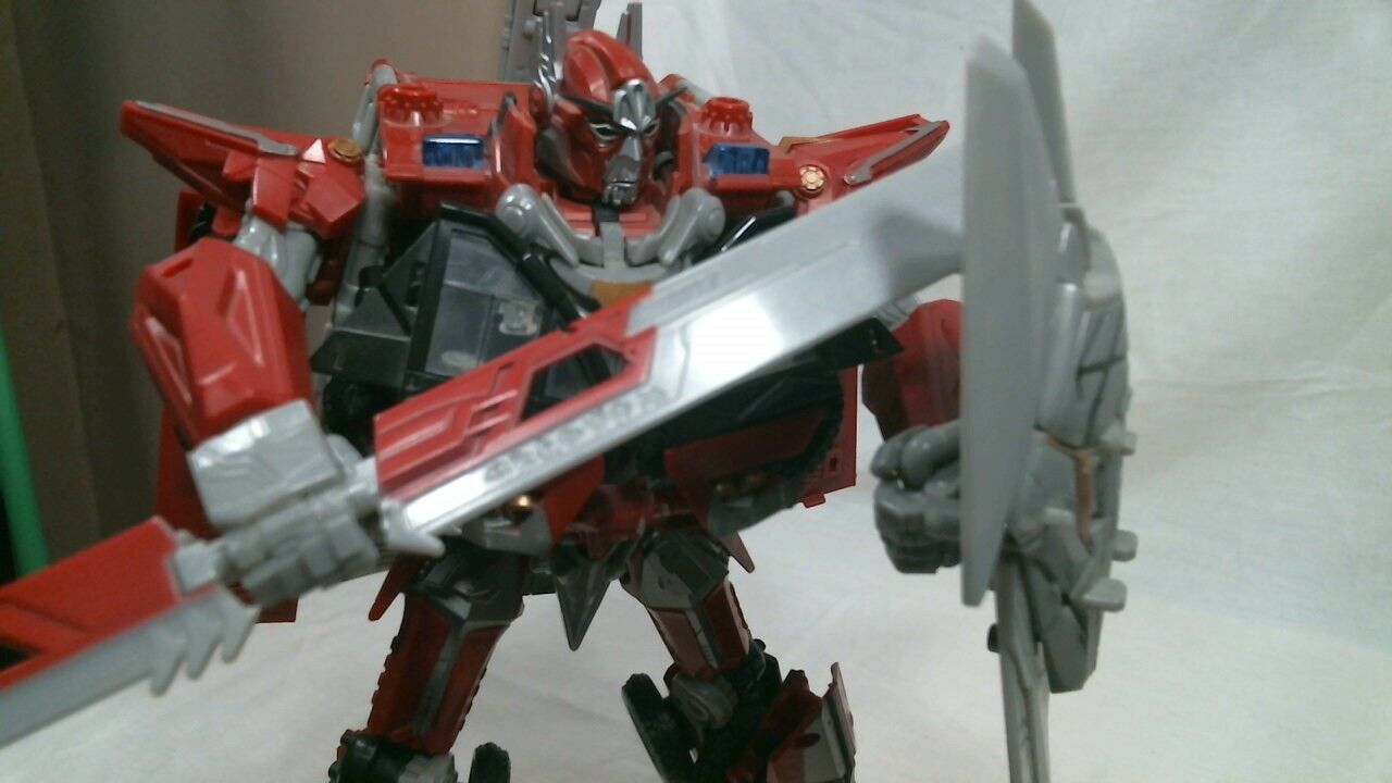 Hasbro Transformers 2011 Dark of the Moon Leader Class Sentinel Prime (Complete)