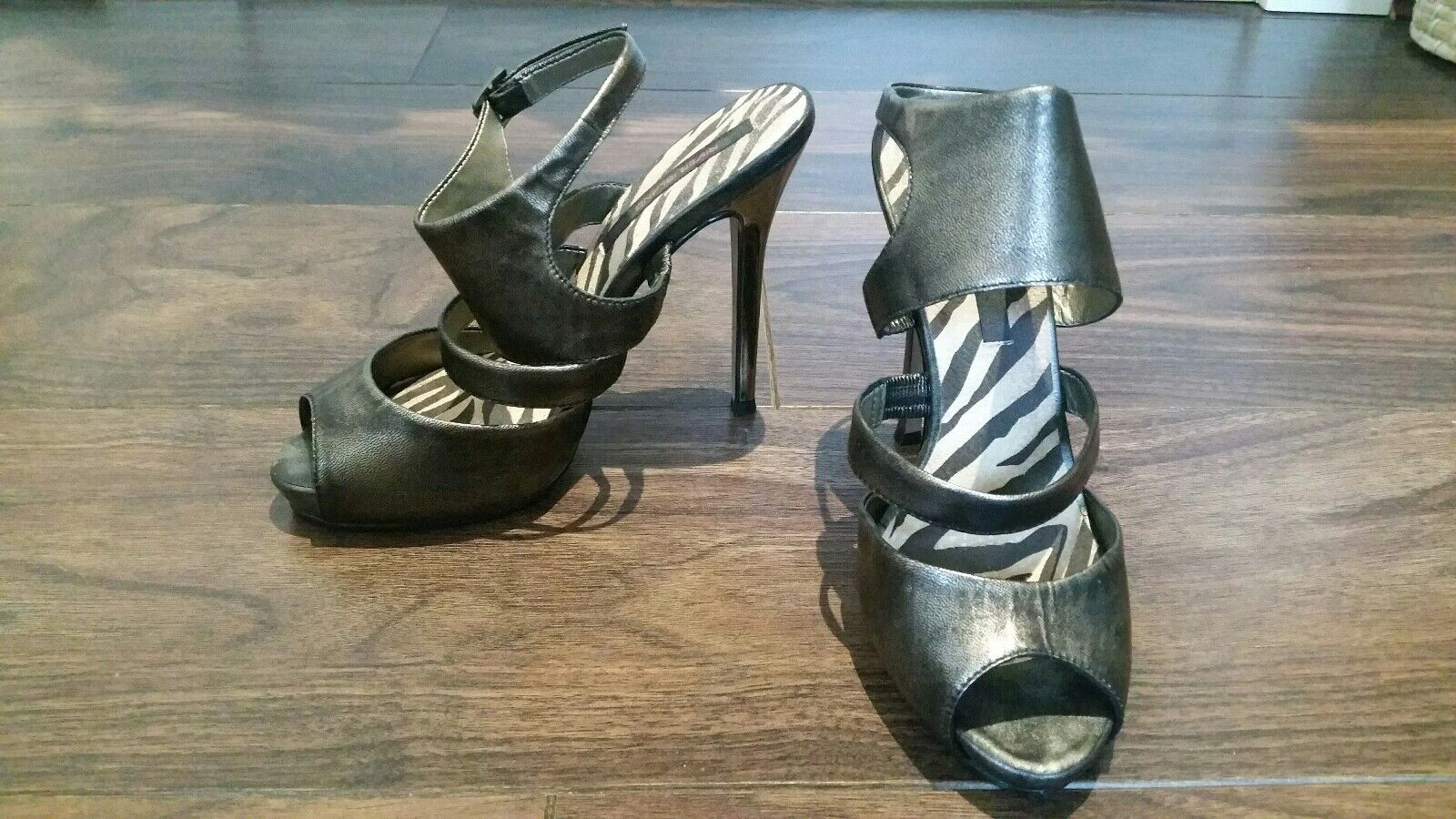 River Island. Ladies high heels.Sandles. Size 5. Excellent Condition.