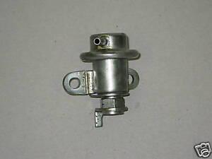 Toyota Lexus V8 8-Cylinder Fuel Injection Pressure Pulsation Regulator Damper