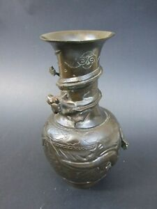 Antique-Chinese-Brass-Bronze-Vase-Engraved-amp-Relief-3-Dragons-Marked-Vintage