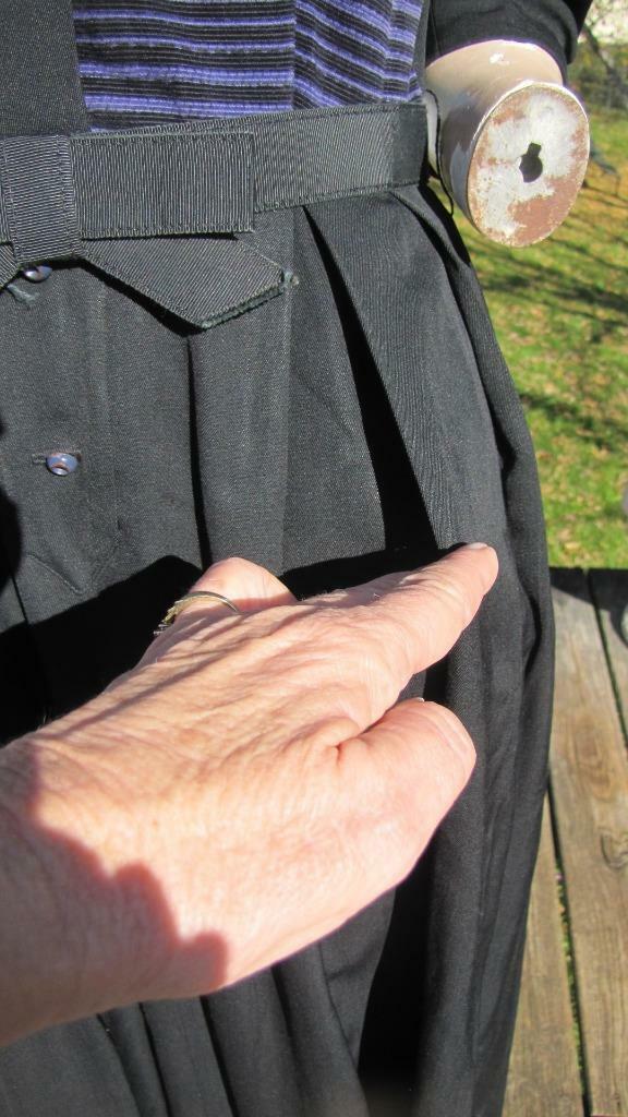 1940s MINX MODES BLACK GABARDINE DRESS W PURPLE C… - image 6