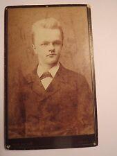Wesel - junger Mann im Anzug - Portrait / CDV
